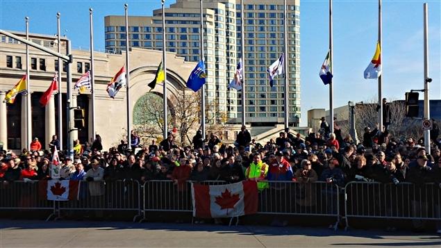 La foule était nombreuse lors de la cérémonie du jour du Souvenir, au centre-ville d'Ottawa.