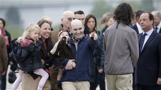 Le journaliste Nicolas Hénin à son retour en France après 10 mois de captivité.