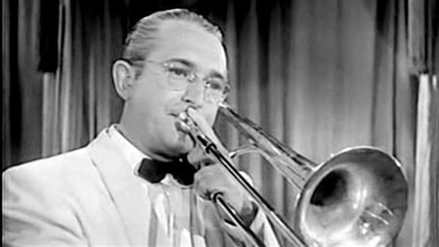 Tommy Dorsey est un tromboniste, trompettiste et chef d'orchestre de jazz américain.