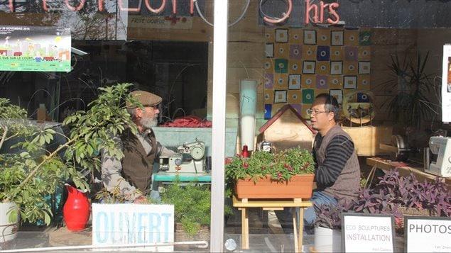 ZhiGang Liu, immigrant chinois et propriétaire de Nettoyeur Angrignon et Alain Cadieux