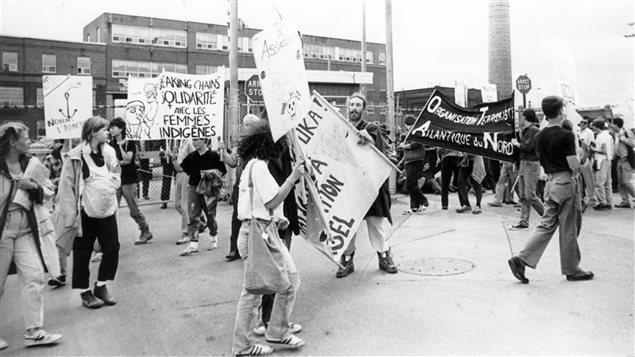 Manifestation, citoyens-grévistes à la Canadian Vickers, vers 1979