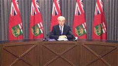 Le premier ministre du Manitoba Greg Selinger rencontre les médias.