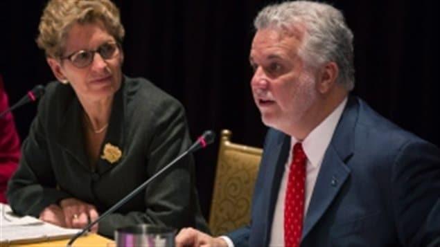 رئيسة حكومة أونتاريو كاثلين وين ورئيس حكومة كيبك فيليب كويار