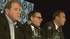 De gauche à droite, Jacques Tanguay, ex-copropriétaire des Remparts, Gilles Courteau, commissaire de la Ligue de hockey junior majeur du Québec et pierre Dion de Quebecor