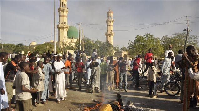 Un double attentat à la bombe suivi d'une fusillade a fait au moins 120 morts à Kano, dans le nord du Nigeria.