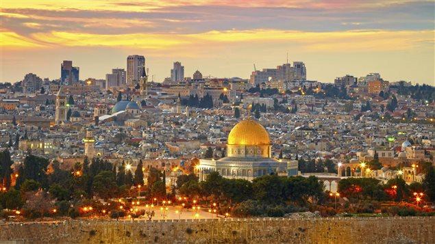 القدس مدينة مقدسة للأديان التوحيدية الثلاثة