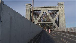 Les écrans protecteurs ont pour but de protéger la voie ferrée et la structure métallique du pont de Québec des sels de déglaçage.