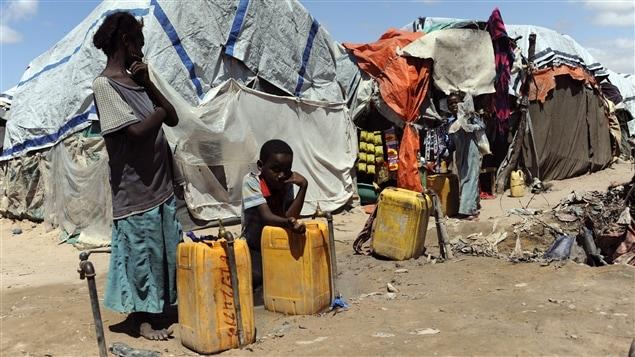 Des réfugiés dans un camp en Somalie, où la famine guette toujours.