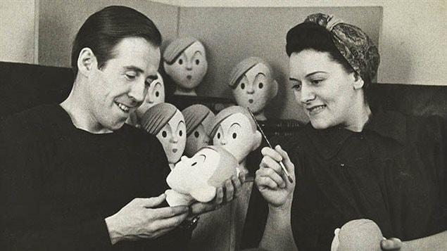 Gratien Gélinas avec la marionnette de Fridolin, en 1942