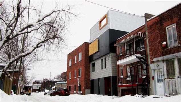 La ruelle St-Christophe à Montréal est considérée comme une rue et elle est donc desservie par les mêmes services publics