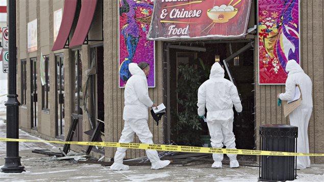 Les portes et fenêtres d'un restaurant de Fort Saskatchewan, au nord-est d'Edmonton, ont été fracrassées. Les policiers enquêtent sur les lieux.