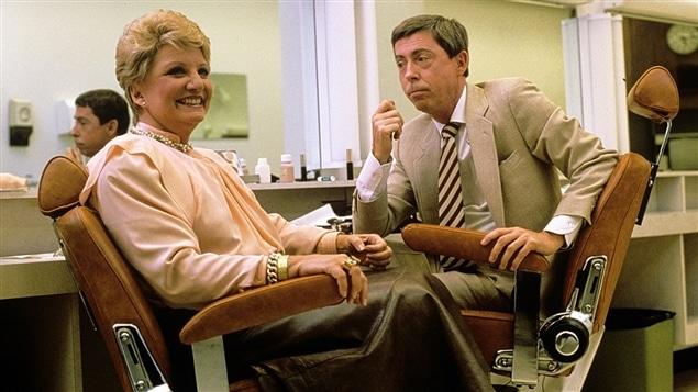 Suzanne Lapointe et Gilles Latulippe, assis dans la salle de maquillage avant « Les démons du midi » en 1987.