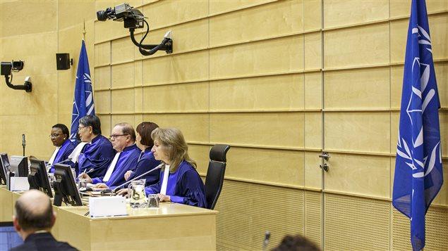 Los jueces de La Corte Penal Internacional en La Haya en el proceso del congolés Thomas Lubanga, diciembre 1,2014.