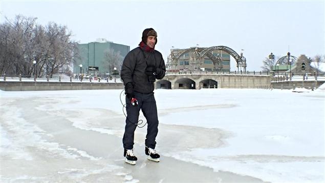 Giacomo Panico patine sur le ruisseau de la Brasserie, la veille de l'ouverture officielle.