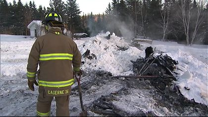 Une maison rasée par les flammes au Témiscouata - Radio-Canada