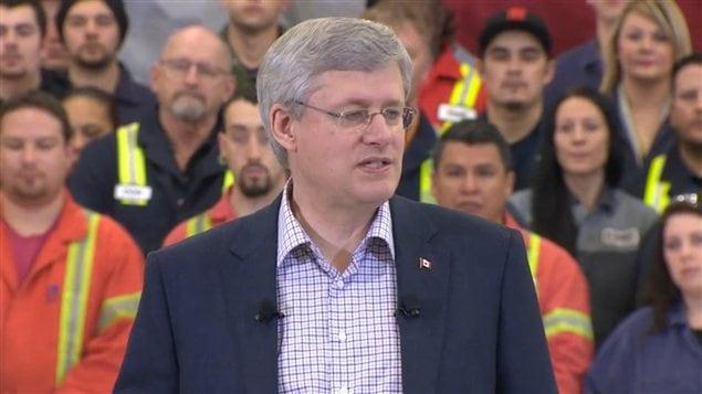 Le premier ministre Stephen Harper Harper était en Colombie-Britannique avec le ministre de l'Emploi, Jason Kenney, pour parler de programme de prêts d'apprentissage du gouvernement.