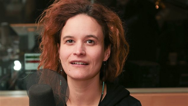 Véronique Côté, co-créatrice de la pièce <em>Attentat</em>, au micro de l'émission  <em>Médium Large</em>