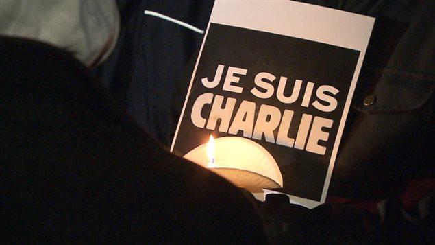Jusqu'à Winnipeg, la solidarité envers les victimes de l'attentat survenu mercredi dans les locaux de Charlie Hebdo a fait son chemin.