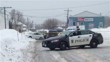Fusillade à Bathurst : la population cherche à comprendre - Radio-Canada