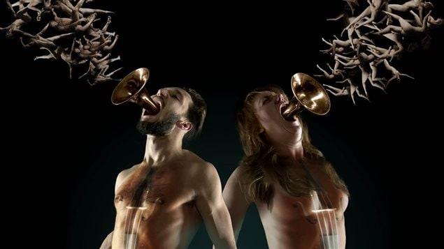 Les danseurs Marie-Ève Carrière et Milan Panet-Gigon crachent des corps nus.