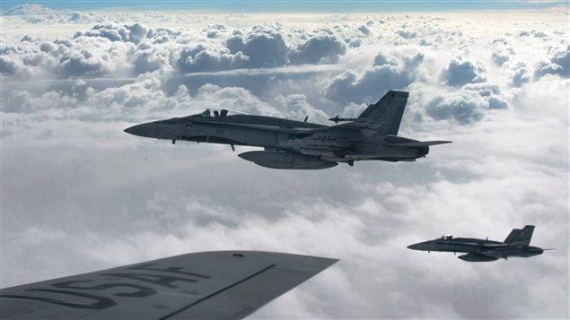Six CF-18 canadiens participent aux bombardements.