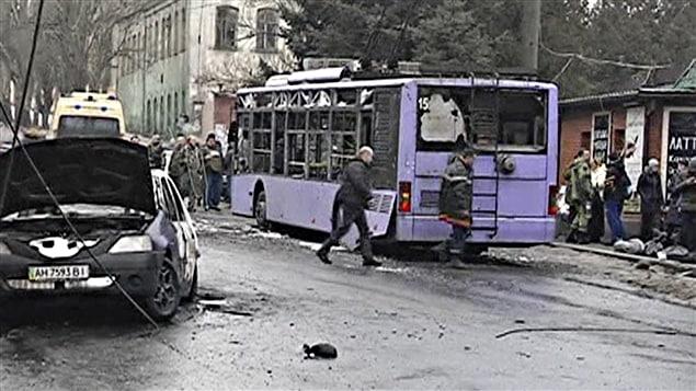L'obus a explosé près d'un arrêt d'autobus à trolley.