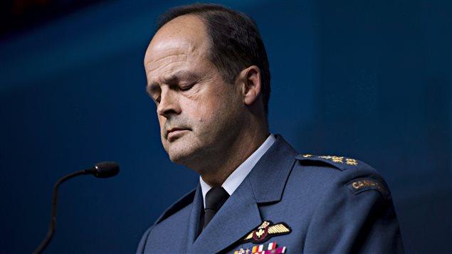 الجنرال توم لاوسون قائد أركان الدفاع الكندي