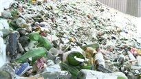 Faut-il sortir les bouteilles de vin du bac de recyclage?
