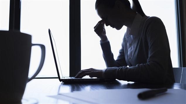L'épuisement professionnel coûte aux entreprises canadienne 20 milliards de dollars par année en perte d'heures travaillées.