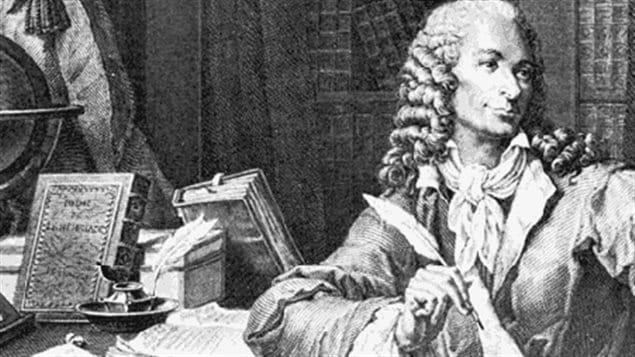 الفيلسوف الفرنسي فولتير (1694 - 1778)، أحد أبرز رواد عصر التنوير في أوروبا والمطالبين بفصل الدين عن الدولة