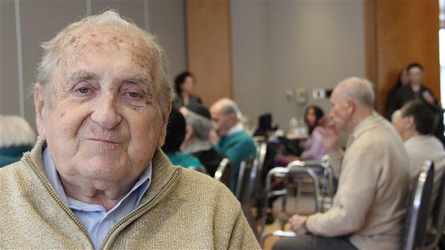 Davi Marcus, 88 ans est un participant au programme pour survivants de la Shoa du Centre Cummings.