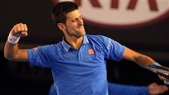 Djokovic vient à bout de Wawrinka et passe en finale