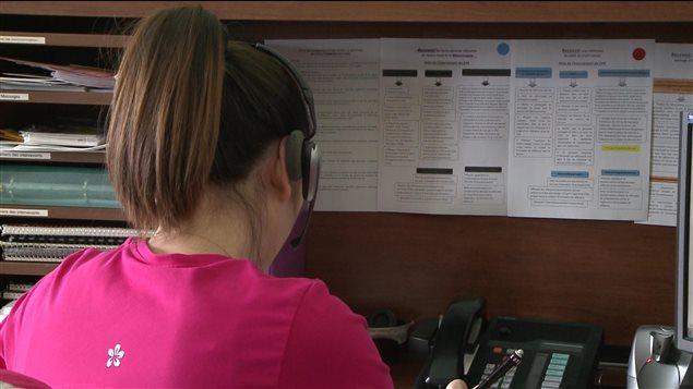 Centre d'appels d'urgence répondant aux personnes en détresse.