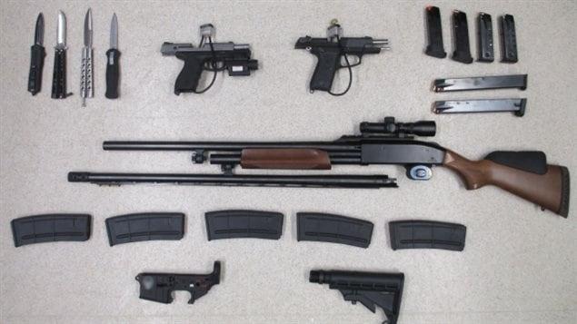 Certaines des armes saisies par l'Agence des services frontaliers du Canada.