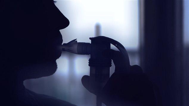 Patient avec nébuliseur
