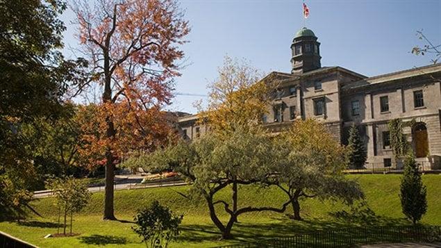 L'entrée principale de l'Université McGill à Montréal