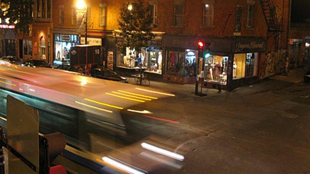 Le boulevard Saint-Laurent, la nuit