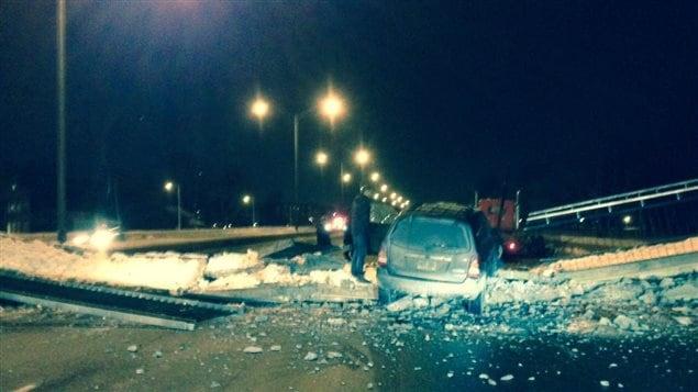 Une passerelle pour piéton s'est effondrée à Longueuil.