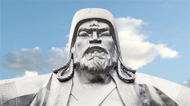 Une statue de l'empereur mongol Gengis Khan