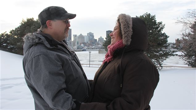 Julie Deblois et Stéphan McClean ont rejoué la scène d'un de leurs premiers baisers