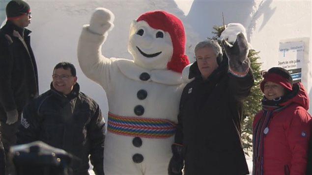 Bonhomme en présence du premier ministre Stephen Harper.