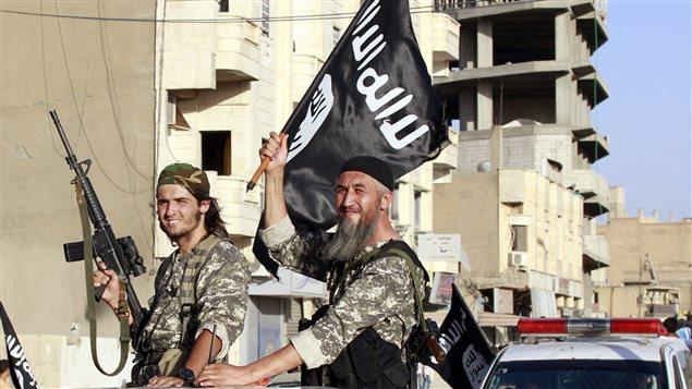 """مسلحان من """"الدولة الإسلامية"""""""