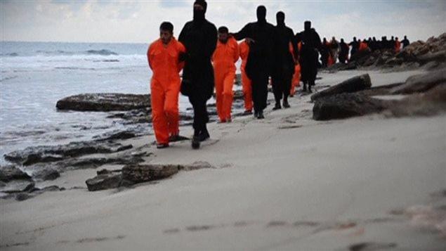 L'État islamique a diffusé une vidéo montrant l'exécution de 21 coptes égyptiens en fin de semaine.