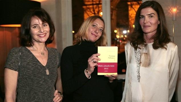 L'auteure Virginie Despentes (au centre) lors de la remise du prix Anaïs Nin, à Paris, le 26 janiver 2015.