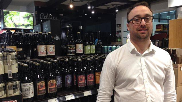Karl Roy grand amateur de bonnes bières provenant de microbrasseries