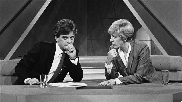 «Le point» en 1983 avec les animateurs Simon Durivage et Denise Bombardier.