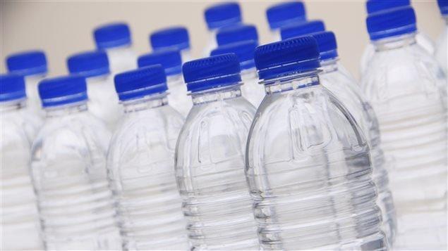 qu bec envisage d 39 imposer une consigne sur les bouteilles d 39 eau l 39 eau cette ressource menac e. Black Bedroom Furniture Sets. Home Design Ideas