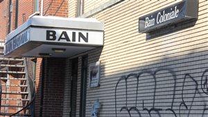 Le Bain Coloniale serait possiblement l'un des plus vieux saunas gays de Montréal