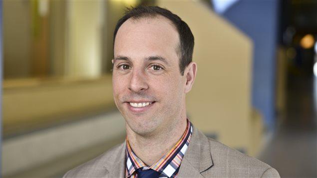Jason Dupuis, directeur de l'École secondaire catholique Garneau, à Orléans.