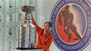 Kirill Karpov avec la Coupe Stanley